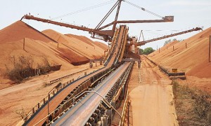 Rio Tinto reporta desplome de su ganancia anual en 2015