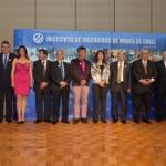 En la foto, parte del grupo de socios que recibieron sus medallas conmemorativas por cumplir 10, 25 y 50 años de trayectoria profesional. (Foto: IIMCh)
